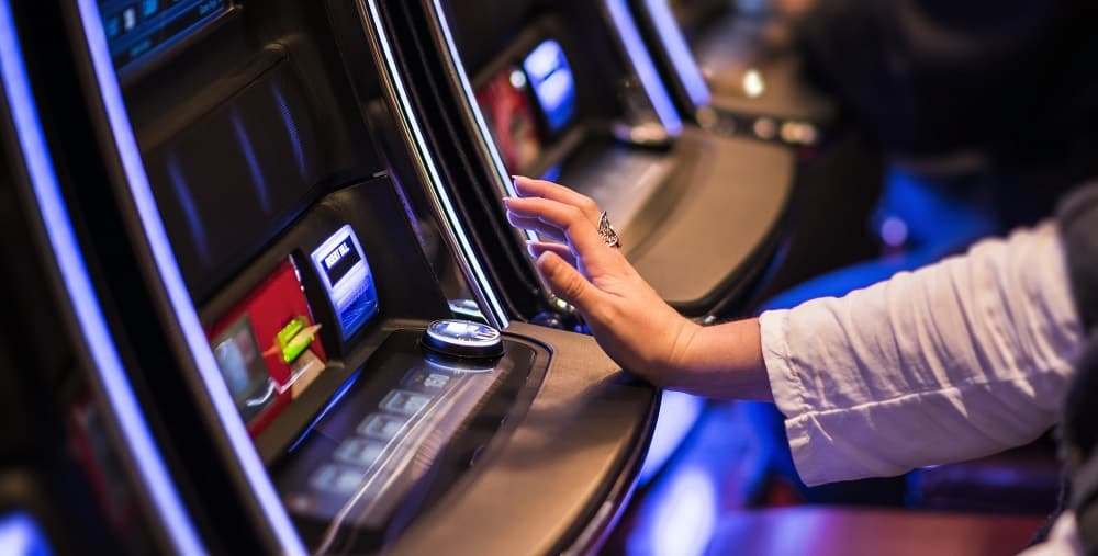Is it best to play max bet on slot machines what is the moneyline in football betting